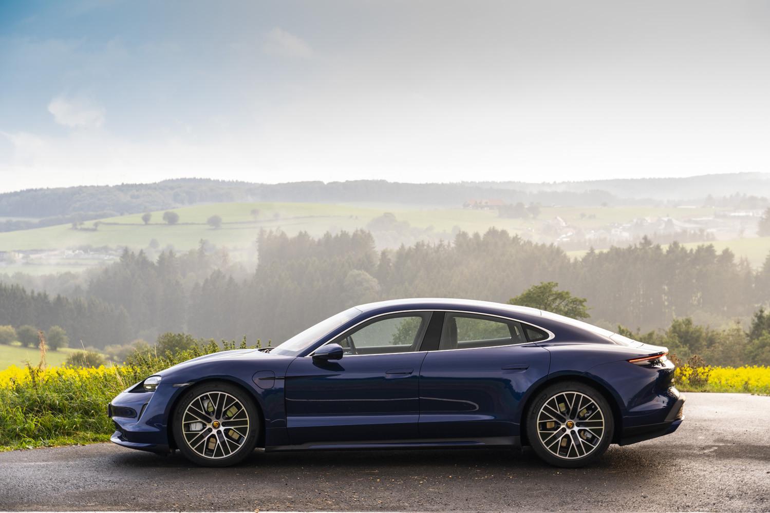 Foto de Porsche Taycan prueba contacto (35/275)