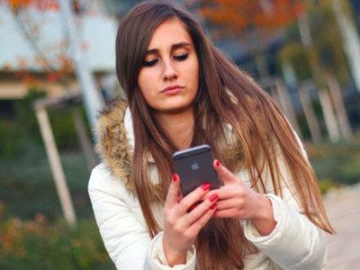 Andar mirando el smartphone como deporte de riesgo