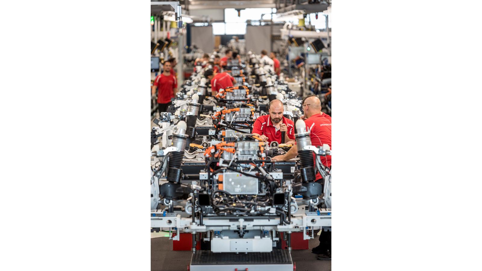 Foto de Fábrica Porsche Taycan (inauguración) (34/44)