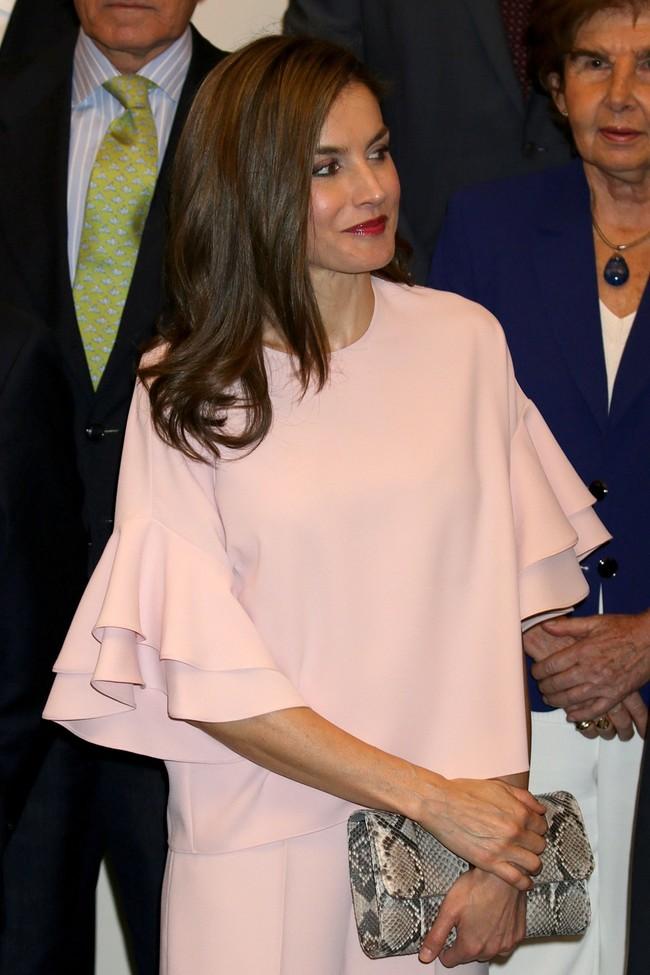 A la Reina Letizia también le pasa: se salta las rebajas y va directa a la nueva colección de Zara