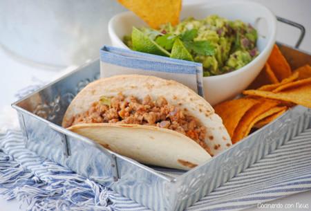 tacos de carne con guacamole