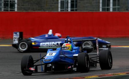 Ed Jones hace el pleno en Spa y Roberto Merhi se impone en la Fórmula 3 británica