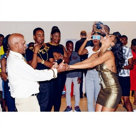 Rihanna abuelo cumple