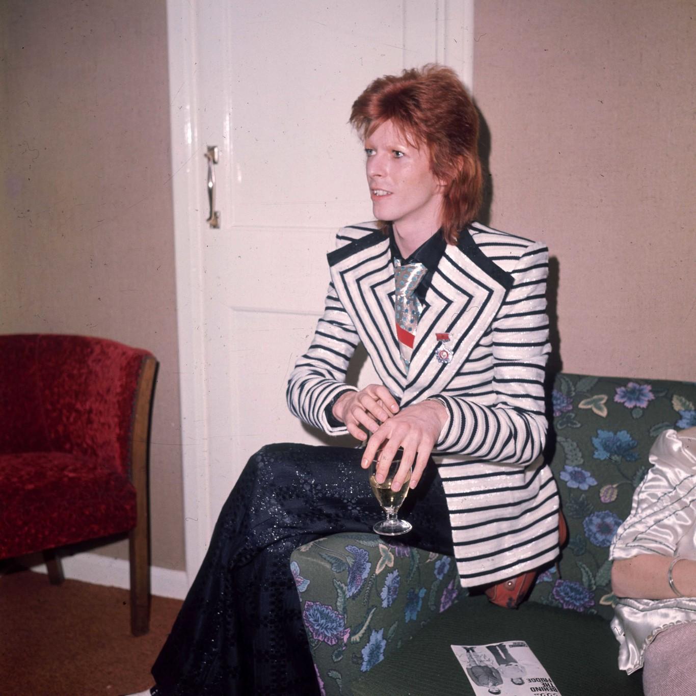 Jared Leto rinde tributo a David Bowie en su reciente portada para Numéro  Homme 04065f6394d