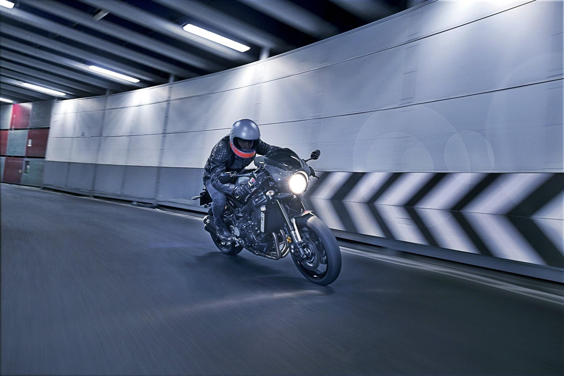 Foto de Yamaha XRS900 Abarth (11/38)
