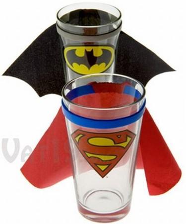 Vasos con capa para fans de los superhéroes