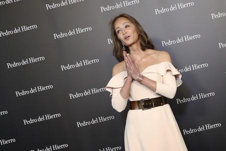 Isabel Preysler demuestra que el color crema también puede favorecer y conseguir un look estupendo