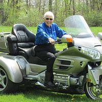 Miriam Laisure es una anciana de 91 años que sigue montando en moto ¡con una Honda Goldwing trike!
