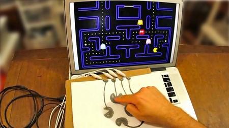 Convierte cada objeto de la casa en un mando para juegos con Makey Makey