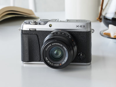 """Fujifilm X-E3, toda la información sobre la renovada sin espejo con visor que se presenta como la más """"compacta y ligera"""""""