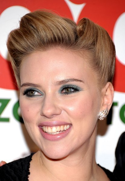 Cómo hacer el recogido años 40 de Scarlett Johansson