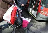 Por fin, se podrán subir los cochecitos desplegados en los autobuses de Madrid