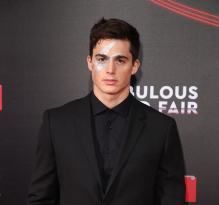 Pietro Boselli hace homenaje a David Bowie en la Naked Heart Foundation's Fabulous Fund Fair de Londres