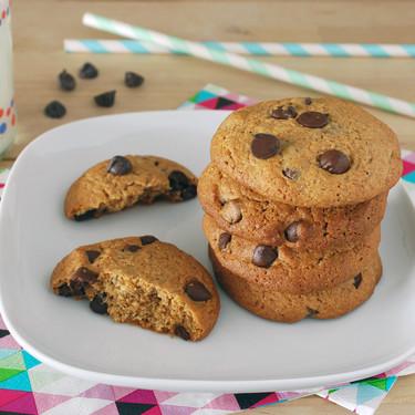 Receta fácil de galletas integrales con chips de chocolate y miel