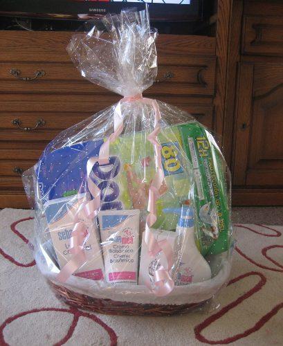 Regalo práctico: cesta con productos de higiene para el recién nacido