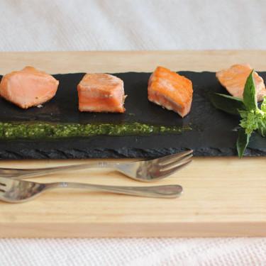 Aperitivo de tataki de salmón al pesto, la receta ligera más fácil para picotear