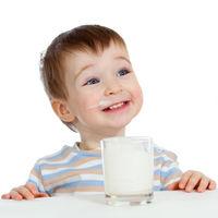 Hervir la leche cruda no es suficiente para garantizar que sea segura: qué hay que hacer