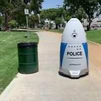 """Este robot policía """"cobra"""" lo mismo que un policía humano, sin embargo no fue capaz de brindar ayuda cuando se le solicitó"""