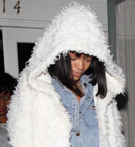 Nada por aquí, todo por allá. Lo de Rihanna es magia.