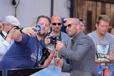 Jason Statham se adelanta a las tendencias de otoño con su look en 'Fast And Furious: Hobbs And Shaw'