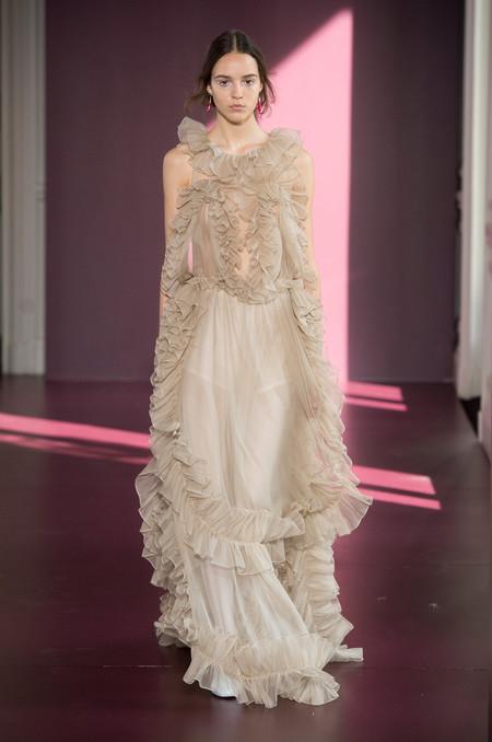 Valentino es fiel a su estilo y su colección Alta Costura demuestra que sigue siendo uno de los favoritos