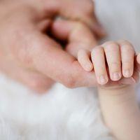 Bebés nacidos sin un brazo o sin una mano: se enciende la alarma en Francia