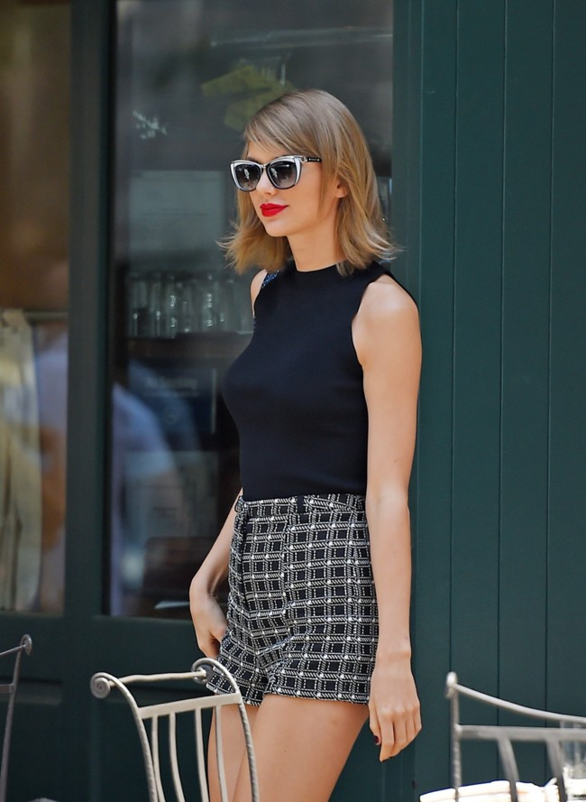Taylor Swift Hot Pants Street Style 1