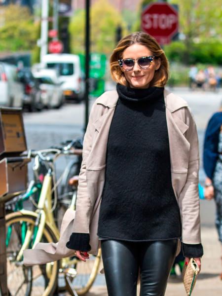 Olivia Palermo no se separa de sus pantalones de cuero en sus looks de entretiempo