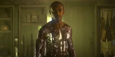 Tráiler de 'A descubierto': el primer blockbuster de Netflix en 2021 convierte a Anthony Mackie en un androide supersoldado