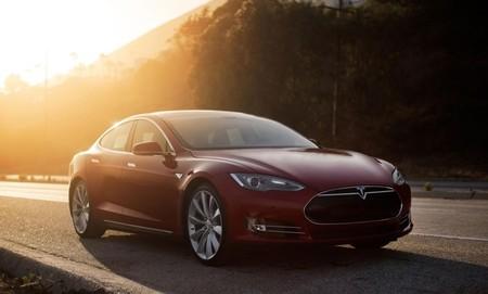Tesla Model S: se refuerzan los bajos con un escudo triple para evitar daños