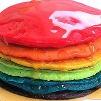 Hot cakes arcoíris. Receta sencilla (y sin colorantes) para el desayuno