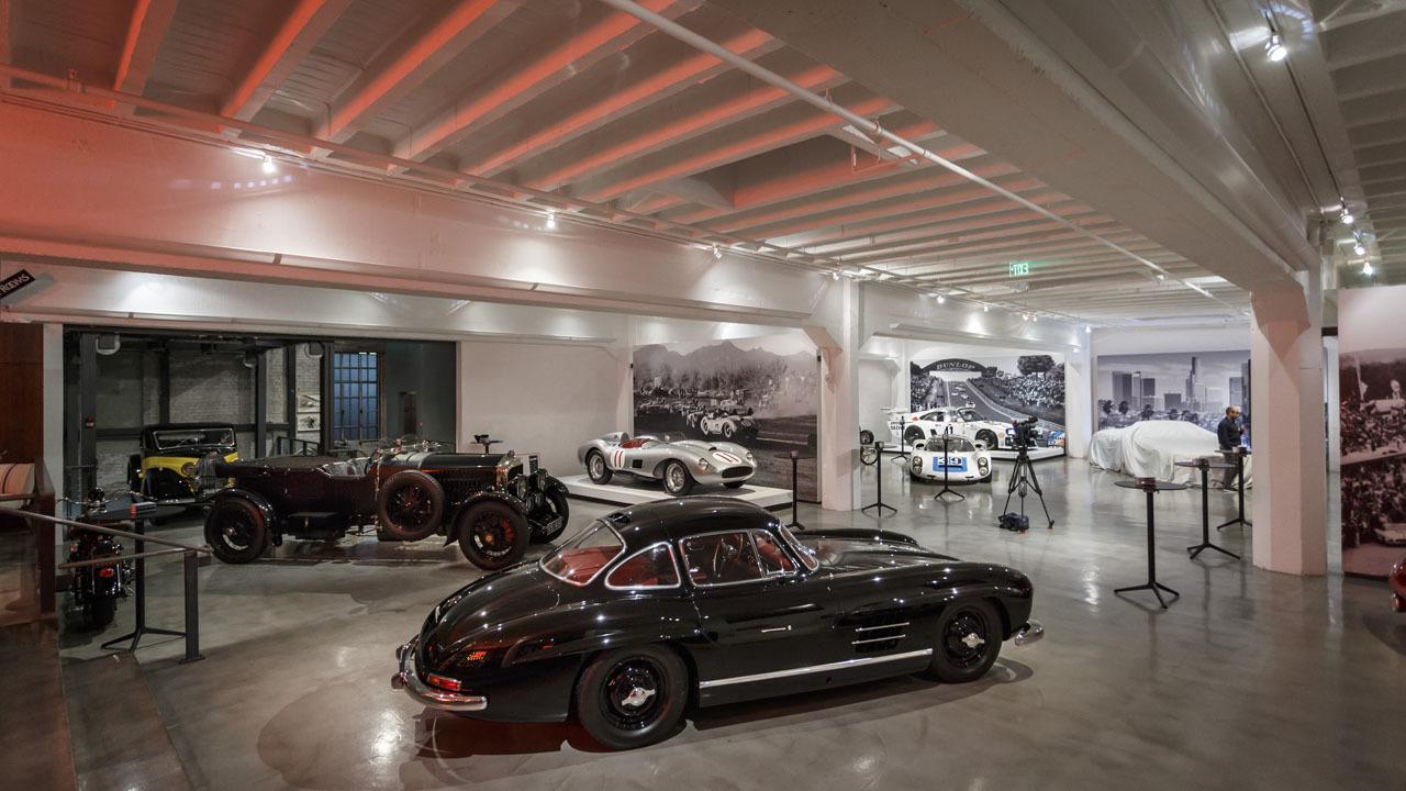 Mercedes benz sl 2016 presentado en garage lleno de for Garajes para carros