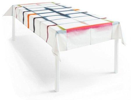 Mantel con las líneas de pliegue marcadas por el color