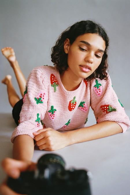 Zara Jersey Fresas Crochet 01