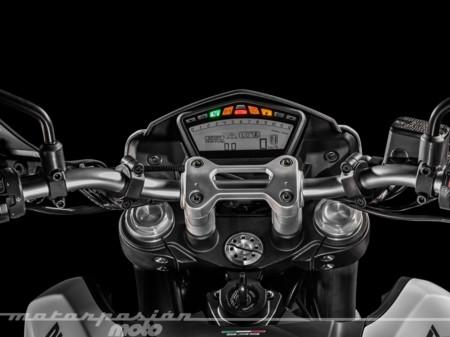 Ducati Hypermotard 939 013