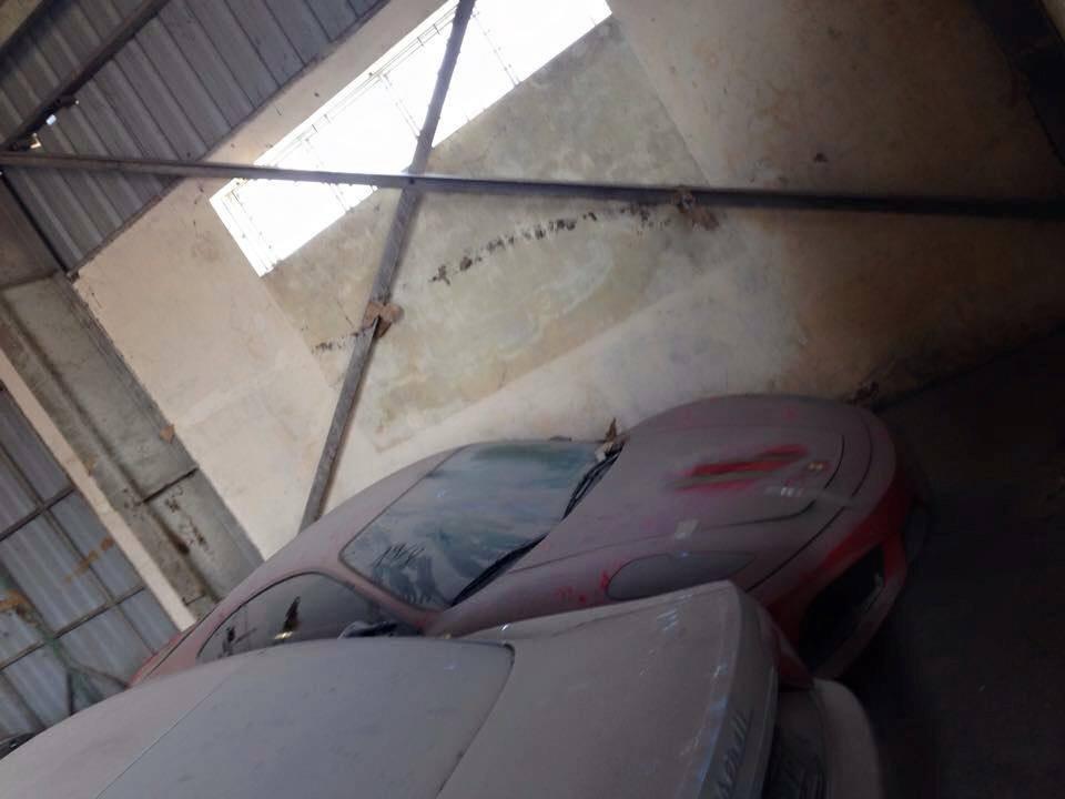 Foto de 144 coches de lujo acumulan polvo en Vietnam (7/19)