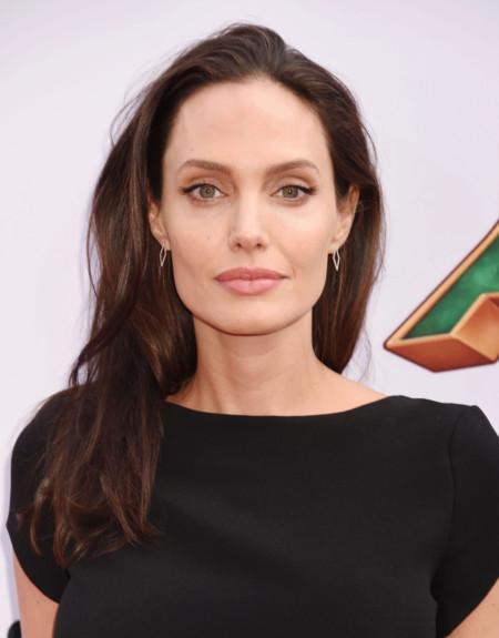 Vestir aburrido era esto: el minimalismo más soporífero de Angelina Jolie
