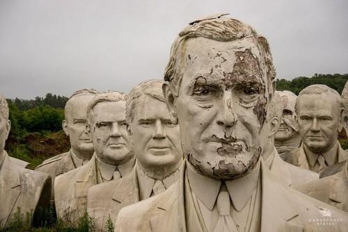 La apocalíptica historia de las gigantescas esculturas abandonadas de presidentes de EE.UU.