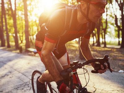 El dolor de espalda en los ciclistas: estas son las causas más frecuentes (y así puedes solucionarlas)
