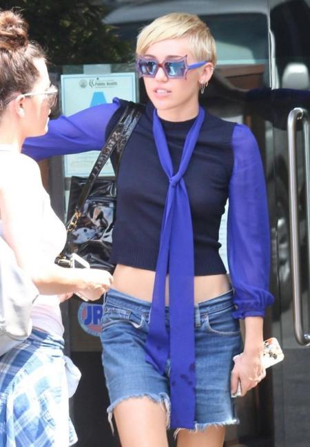 ¿Gafas polarizadas dicen? No para Miley Cyrus