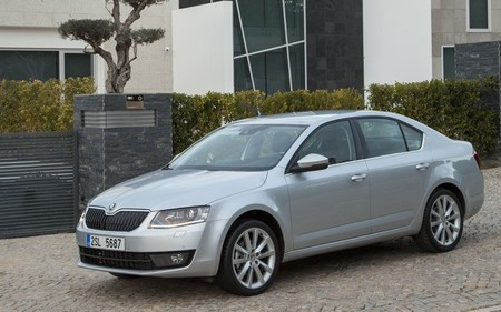 Škoda Octavia 2013 plata exterior 02
