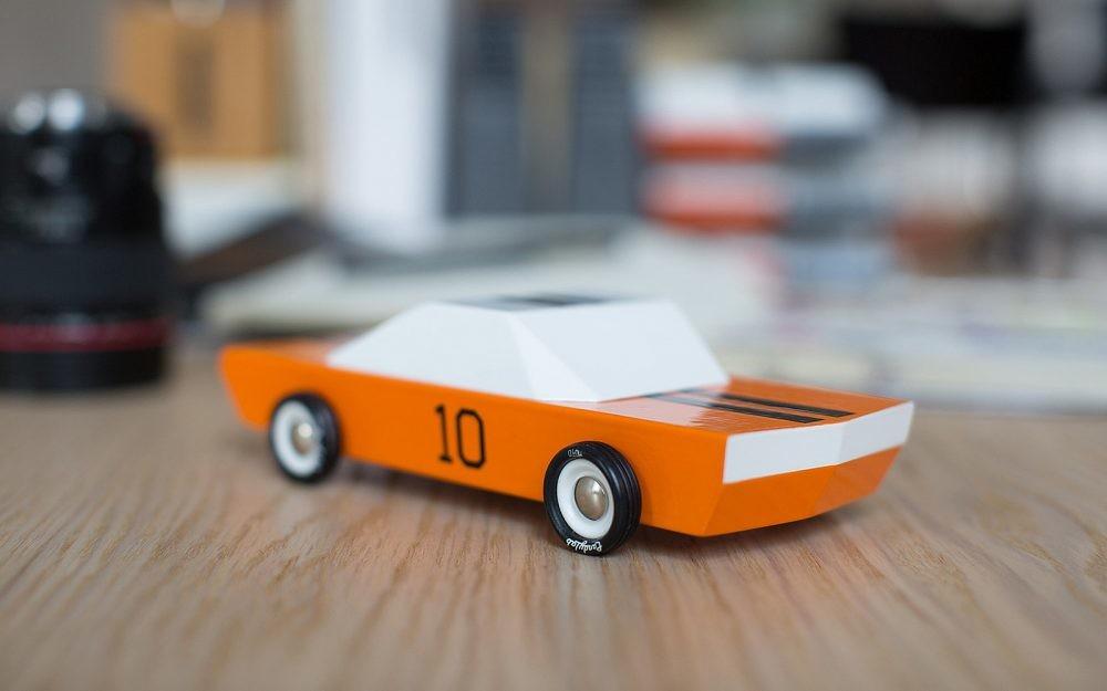 Regalos para apasionados del motor Petrolicious CandyLab Toys