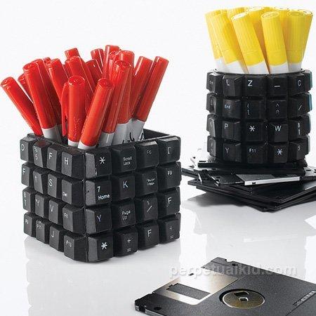 Recicladecoración: convierte tu teclado en un bote para los lápices