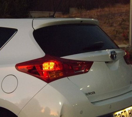 Toyota Auris Hybrid optica trasera