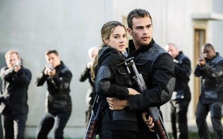 Theo James y Shailene Woodley en Insurgente