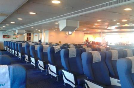 Cambiar de asiento durante un viaje porque hay niños cerca, ¿lo hiciste alguna vez?
