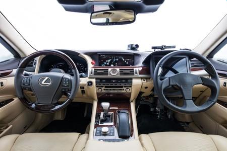Toyota Autonomo Dos Volantes 1