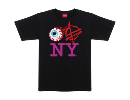 Dos camisetas peculiares