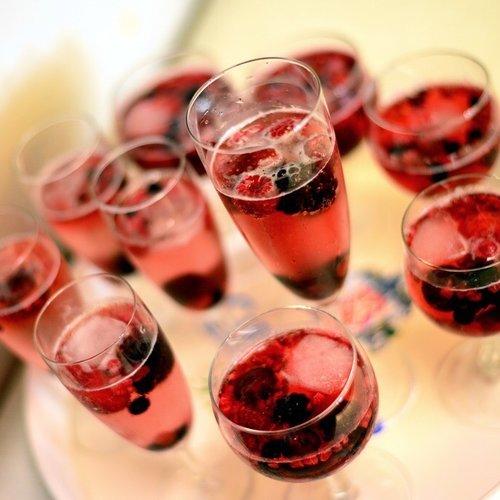 Hoy es el Día internacional de beber vino así que te vamos a dar algunas pistas de cuáles son los mejores y cómo tomarlos.