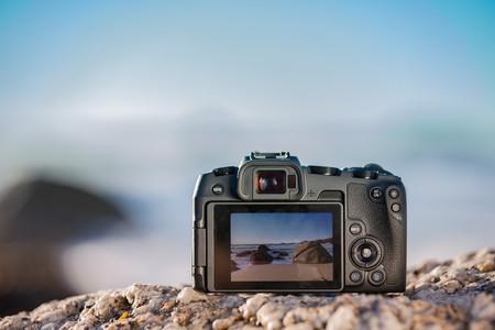 Canon celebra los 100 millones de cámaras EOS y confirma una actualización para incluir el vídeo 24p en sus modelos más recientes